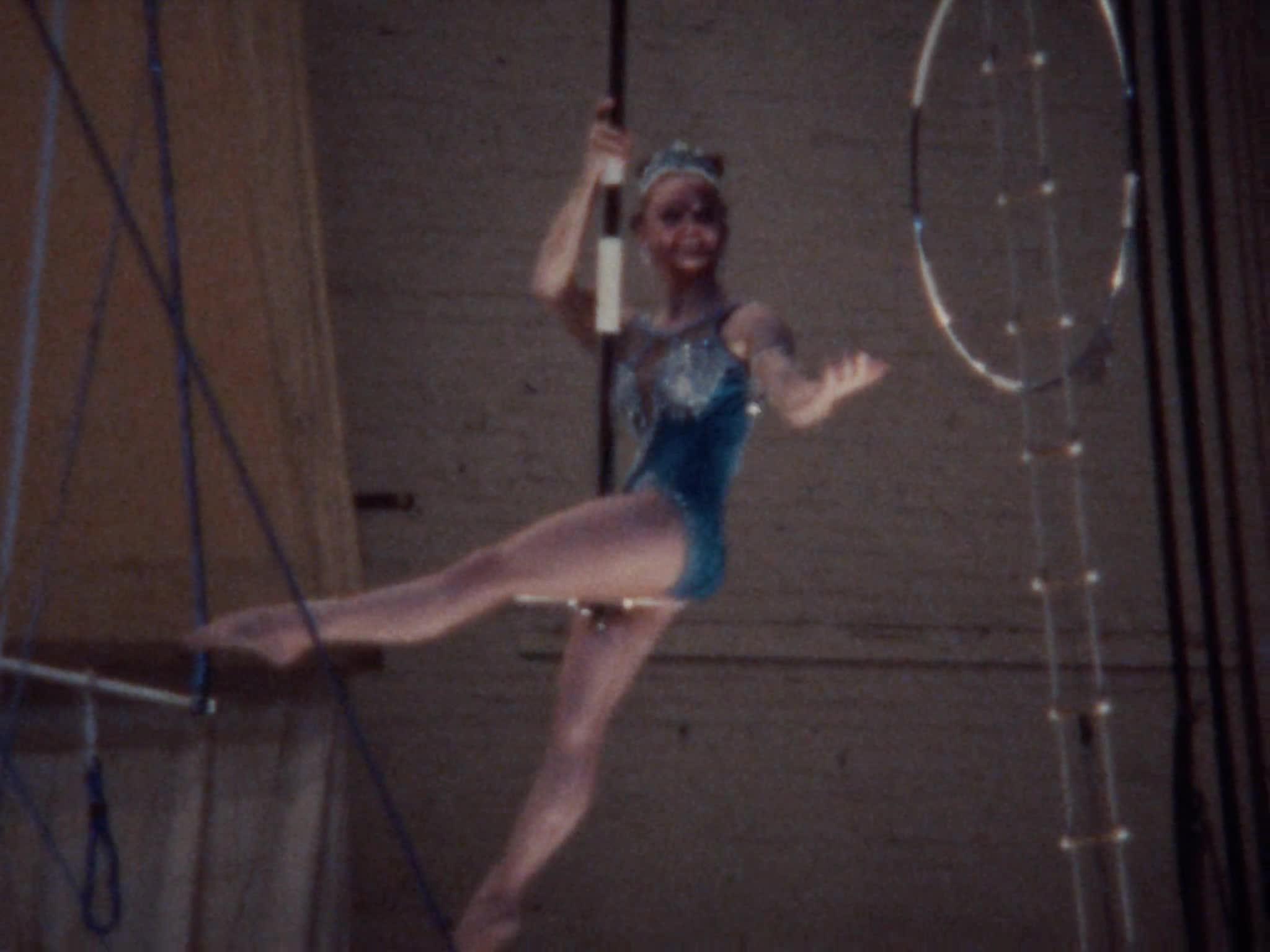 Aerial Perch Act, Aerial Head Balancing Act