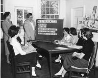 Alma Warren teaching a Home Demonstration class