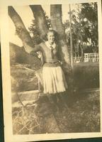 Young woman posing in front of a tree